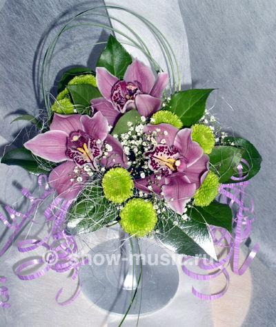 Живые цветы в композиции сумка
